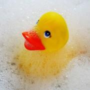 Первое купание новорожденного малыша после роддома
